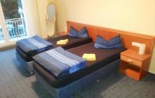 auseinander gestellte Betten